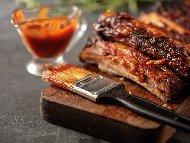 Свински ребра мариновани в мед, соев сос и доматено пюре печени на фурна